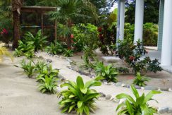 Crystal Beach House - Path to Green House