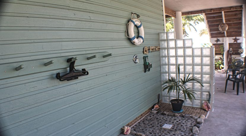 Crystal Beach House - Outdoor Shower
