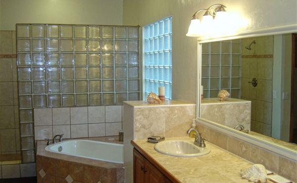 Las Brisas at Paradise Cove - Master Bathroom
