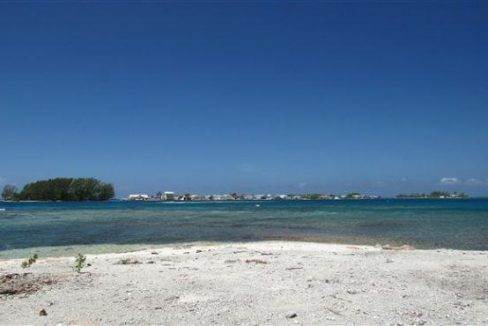0.4 acre Beachfront at The Well - view to Utila Cays